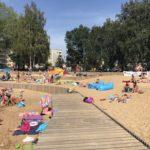 Gdzie nad wodę w Krakowie? Zalew i plaża Bagry czekają.